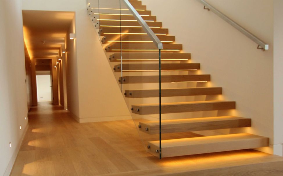 Palace-contemporary-staircase-floating
